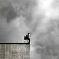 """7 Características que uma pessoa com """"depressão oculta"""" fazem"""