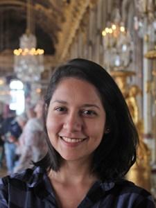 Madylene Barata, realizadora do episódio Minerva no Pense Grande.doc, tem cabelos curtos e sorri