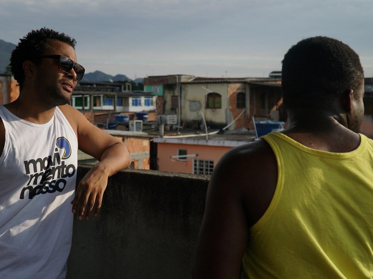 Jovens Hudson e Luther durante gravação do episódio MOvanos - Pense Grande.doc