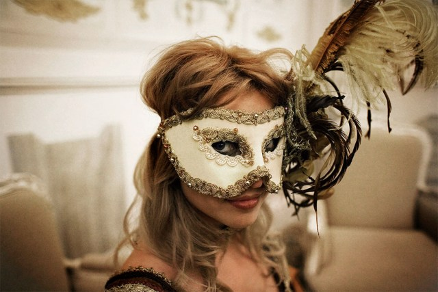 (Racconti Erotici) Un'orgia al carnevale di venezia