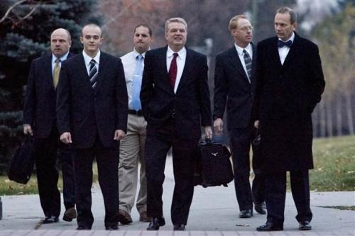 O Nick Slatter δεύτερος από αριστερά με τους δικηγόρους του, 2008