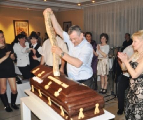Posle penzija, smanjena i naknada za troškove sahrane