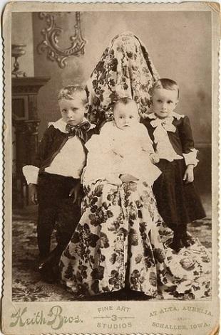 Sakrivena majka fotografija dece XIX vek 6