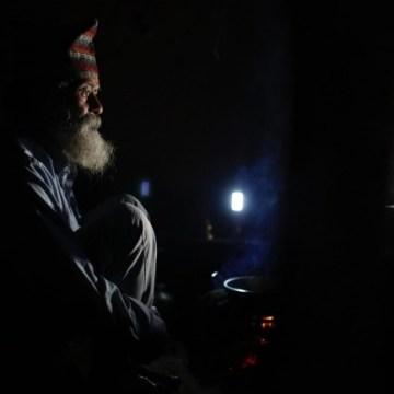 """Najstariji učenik u Nepalu: """"Da bih zaboravio svoju tugu, idem u školu."""""""