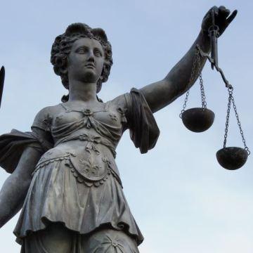 Nedeljnik Vreme: Ponižavanje penzionera sudskim presudama