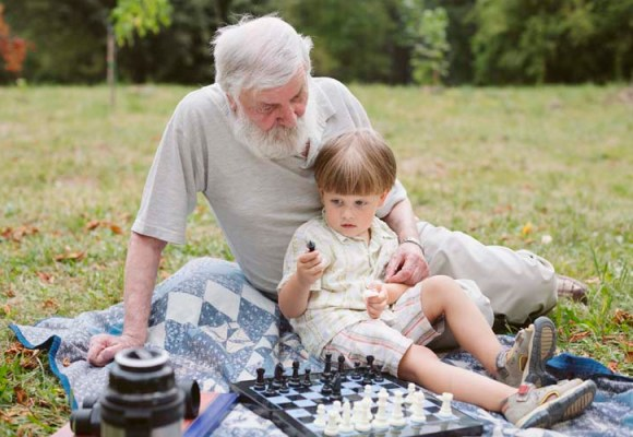 Uticaj baka i deka na društveni status unuka