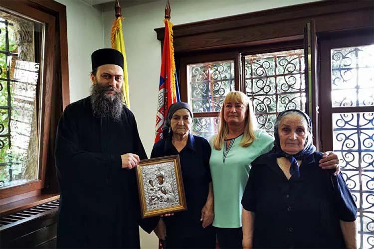 Penzija Hilandara srpskim majkama sa Kosova i Metohije