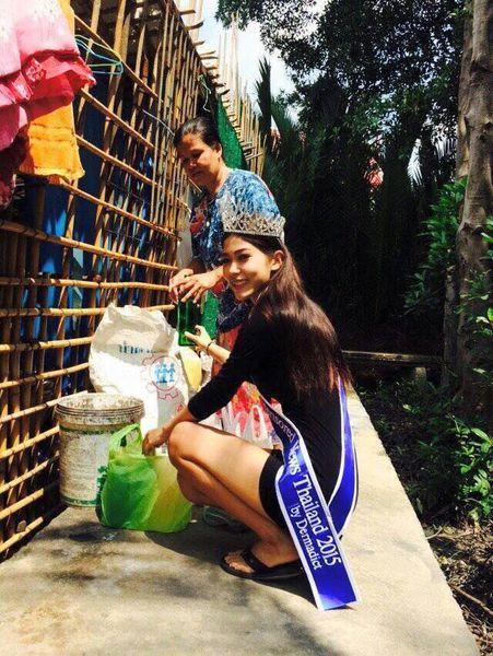 泰國17歲少女選美奪冠 跪謝拾荒母親(圖)5