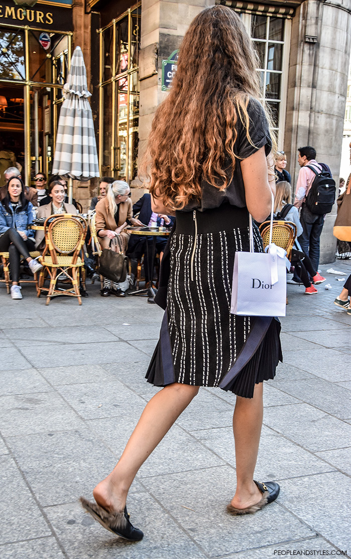 Paris style autumn, Gucci Kangaroo-Fur-Lined Slippers, street style, Paris Fashion Week, wear skirt and Gucci slippers