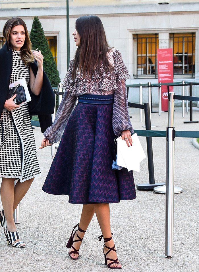 ladylike outfits, Brazilian fashion bloggers, How to wear elegant ladylike midi skirt and ruffled top, street style outfit from Paris Fashion Week SS'16 at Chloé Prêt-à-porter by People & Styles
