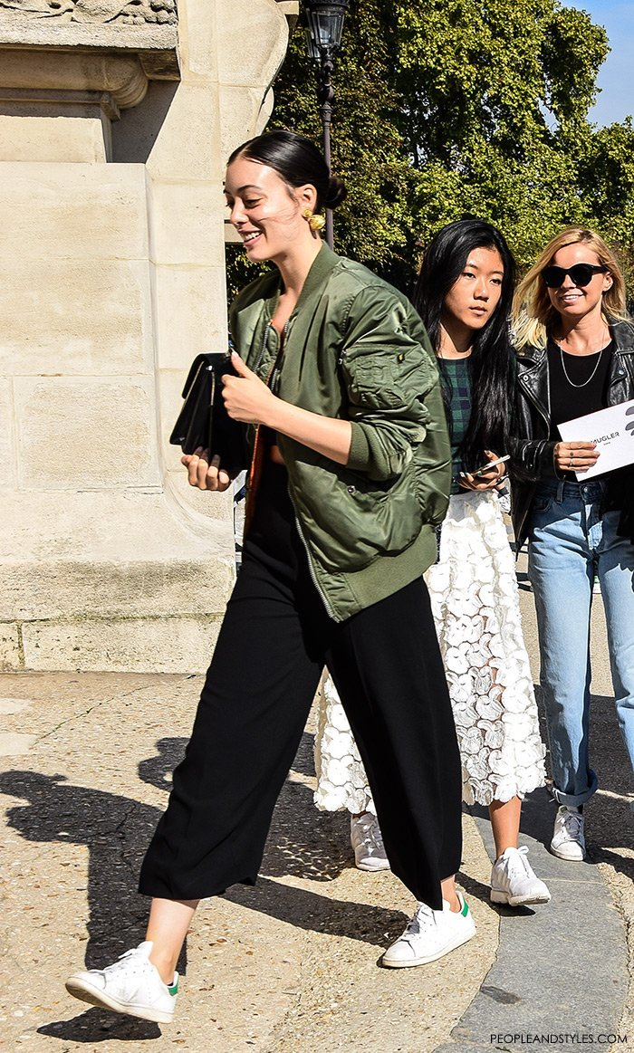 Marcela Jacobina, fashion stylist; How to wear green bomber jacket, culottes and adidas Stan Smith white sneakers, urban look with bomber jacket, street style fashion inspiration from streets of Paris, Paris Fashion Week Spring Summer