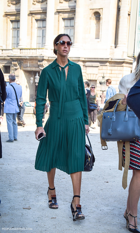 top street fashion blogs, fashion styling tips, wear to work green midi dress,
