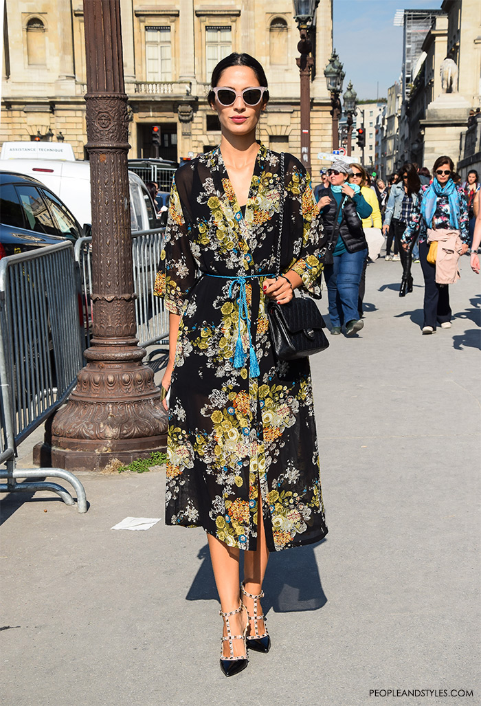 Stunning look Floral midi dress girls Paris street style what to wear to work
