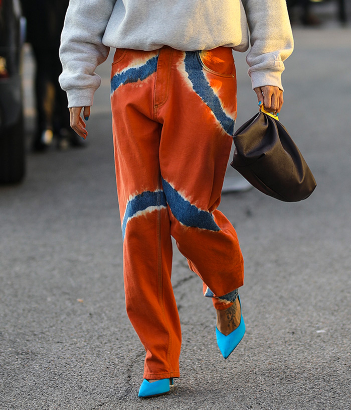 Gilda Ambrosio tie dye boyfriend jeans Alberta Ferretti Spring 2020 Dense fleece bubble hoodie by Alexander Wang The sluchy bag is Gabi by THE VOLON