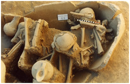 Göndürle Höyük (Harmanören) in southwest Anatolia Burial jar U1c containing three individuals with grave goods.