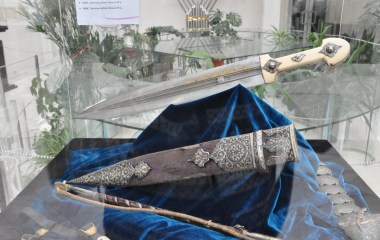 Armenian dagger 19th c. in the collection of Feldman Family Museum