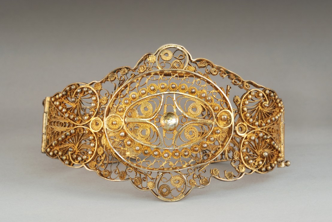19th century Armenian female bracelet. Gilded silver filigree, decorated star rosettes adorned with silver beads, from the region of Van. - Armenian Museum of France