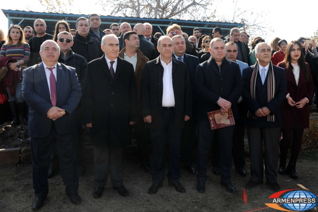Armenian minister at the burial of Armenian kings