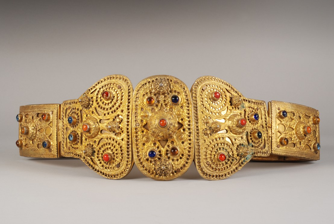 Armenian priest's belt, 19th century. Consisting of two rectangular plates decorated with semi-precious stones. The loop consists of three elements decorated with precious stones. - Armenian Museum of France