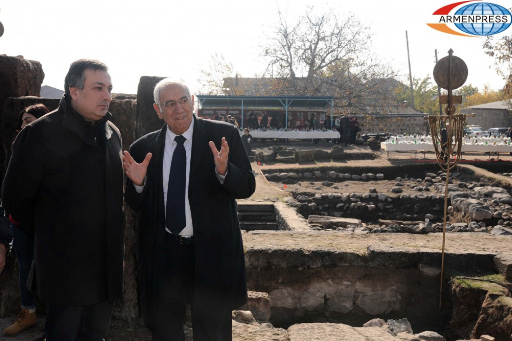 Hakob Simonyan at the burial site of Arsacid kings