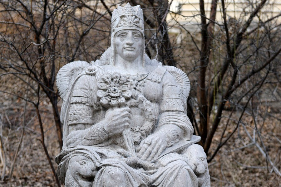 Statue of Tigranes the Great, on the RA Presidential Palace territory. Autor Levon Tokmajyan