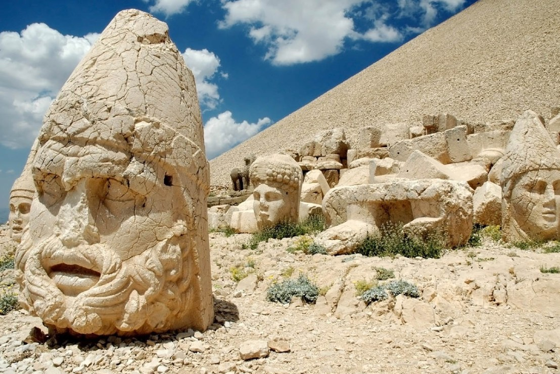 Statue of Vahagn (AresHeracles) at mount Nemrut.