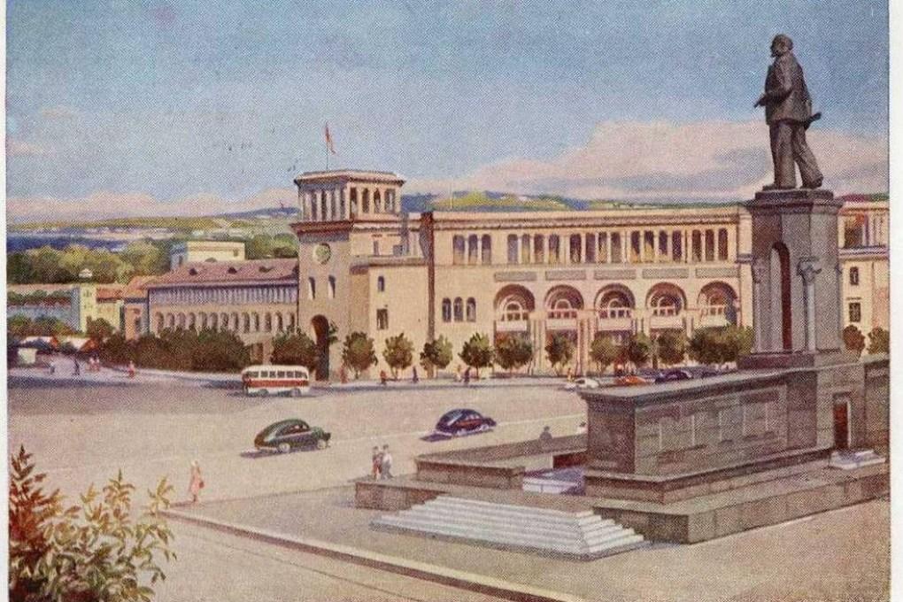 armenia-erivan-palazzo-del-governo-anni-50-animata-auto-depoca-spedita-a-mosca