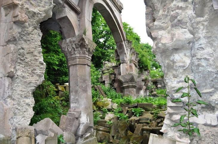 Bardzrakash St. Grigor Monastery, Dsegh, Armenia (10th c.)