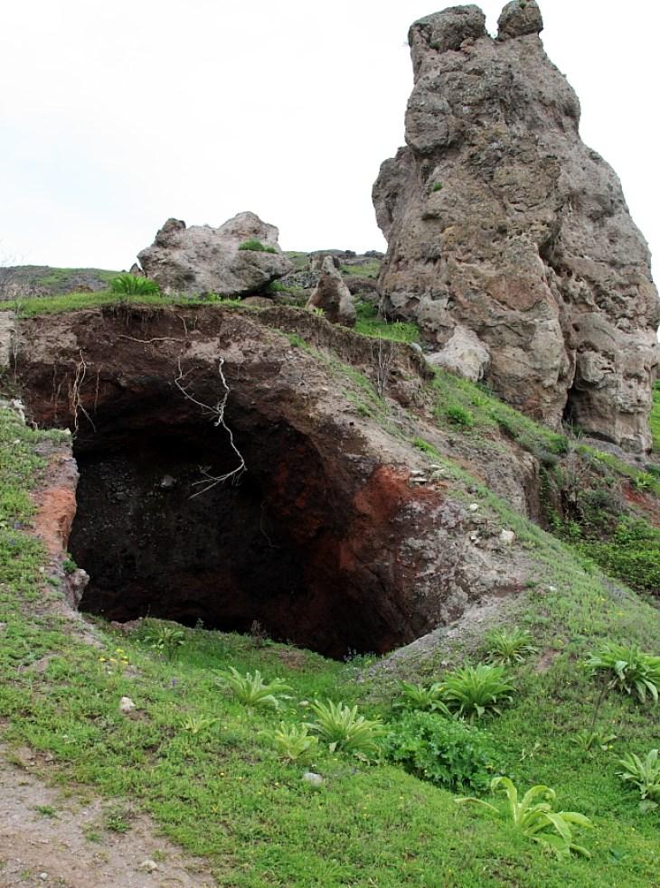 Khndzoresk - cave settlement