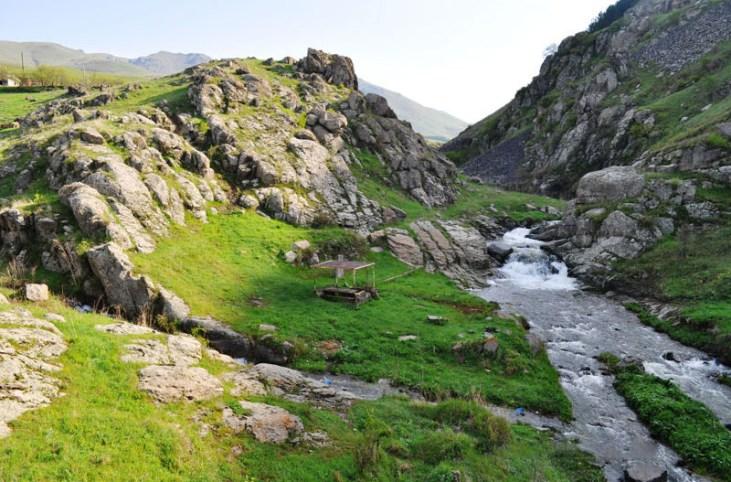 Yaghdan tutu'jur mineral water Alaverdi Armenia