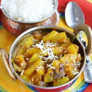 Suraikkai Pulikari / sorakaya curry Recipe