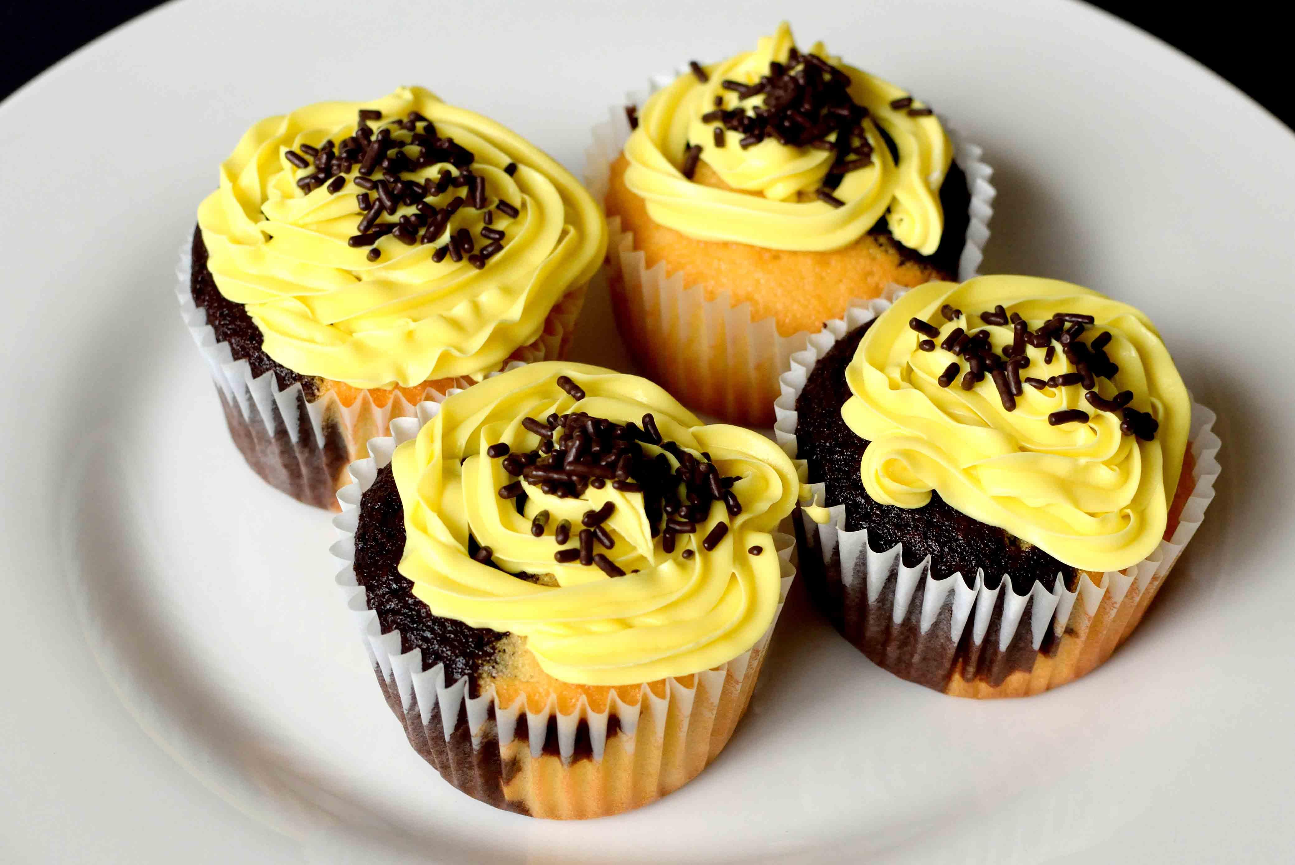 half-n-half-vanilla-chocolate-cupcake-2
