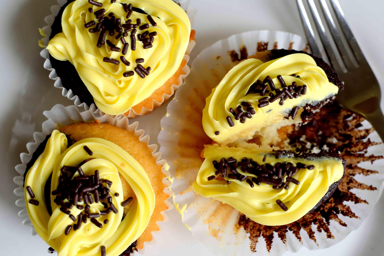 half-n-half-vanilla-chocolate-cupcake-4