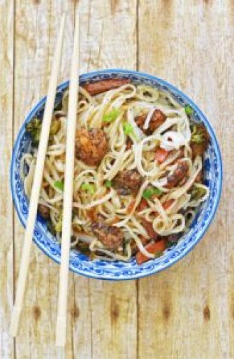 Rice Noodles with Chicken & Veggies - Pepper Delight #recipe #noodles #asian