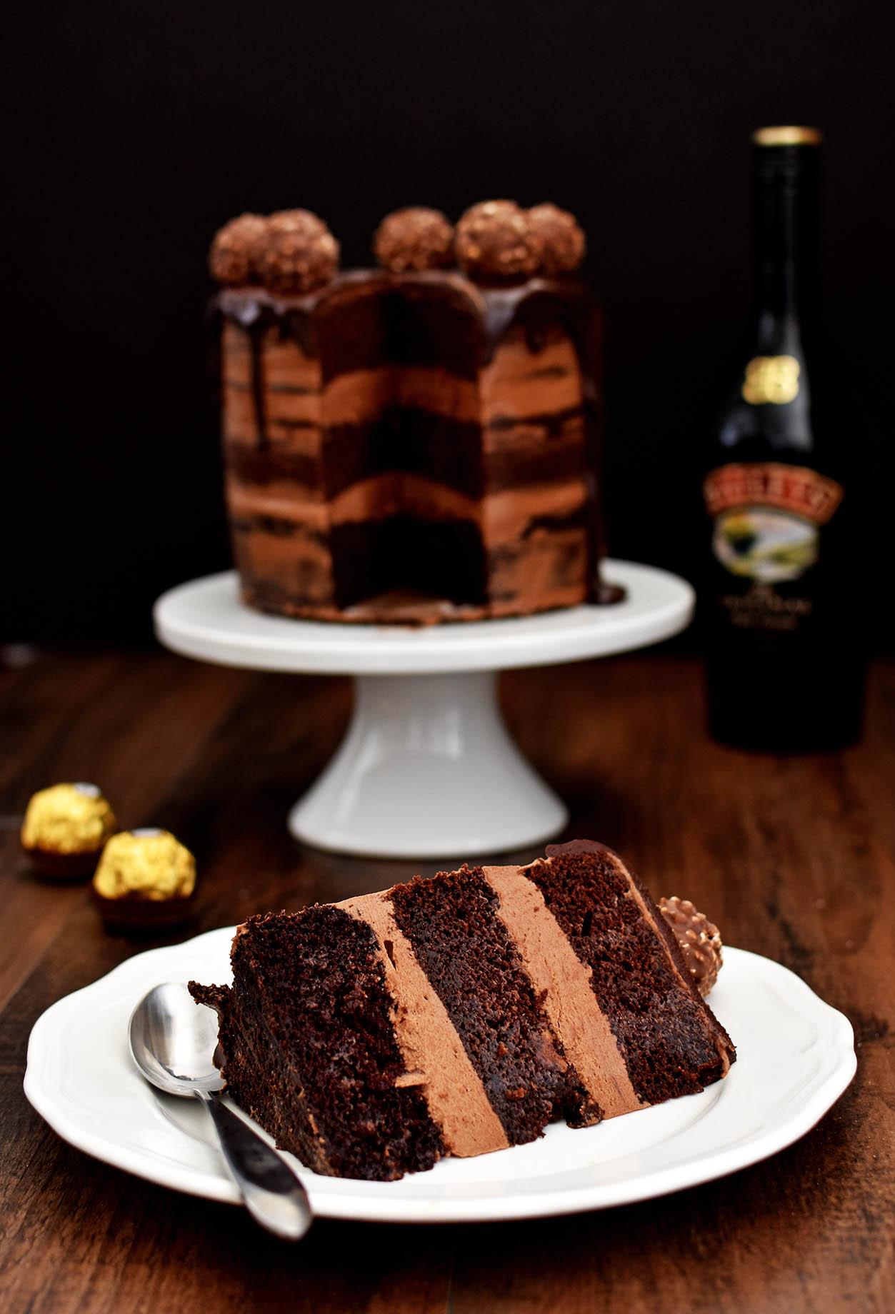 Girl nude en th cake are