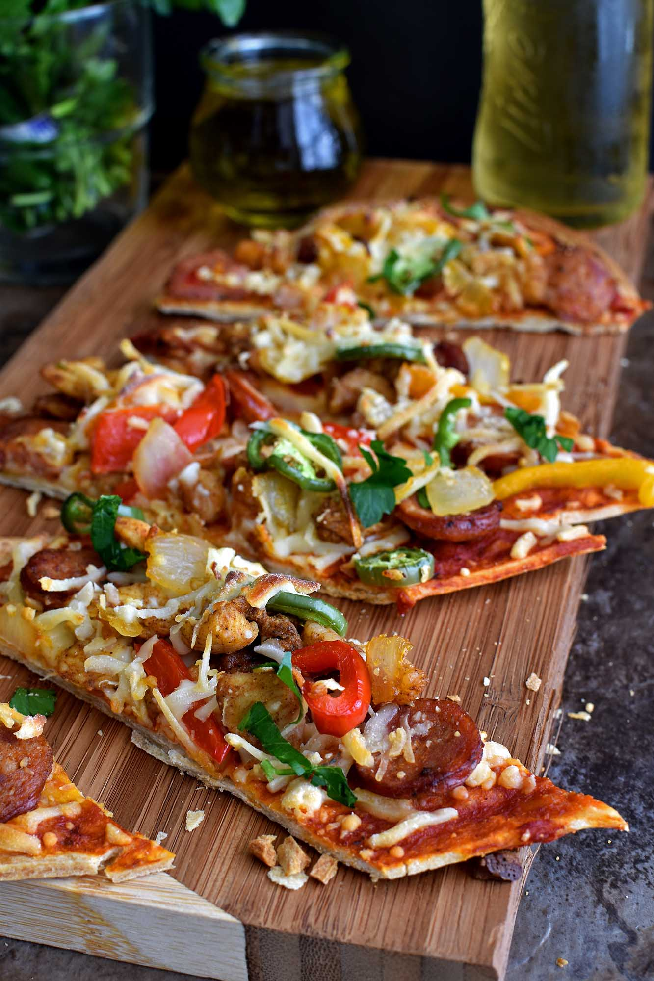 Jambalaya Flatbread - Pepper Delight #pepperdelightblog #recipe #mardigras #appetizer #fattuesday #snack #festival #pizza #flatbread #jambalaya #superbowl #gameday #andouille #cajun