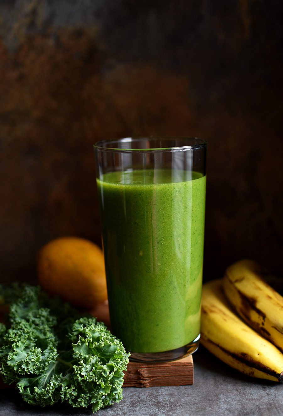 Kale Smoothie with Mango & Banana - Pepper Delight #pepperdelightblog #recipe #smoothie #supersmoothie #healthy #kale #breakfast #postworkoutsmoothie #greensmoothie #noextrasugaradded #kalesmoothie #detox #cleansing #vegan #superfood