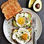 Avocado Egg Toast - Pepper Delight #pepperdelightblog #recipe #avocado #avocadoeggtoast #healthy #eggtoast #breakfast #10minutesrecipe #avocadotoast #toastrecipes #toastwithsunnysideegg #eggrecipes #proteinbreakfast