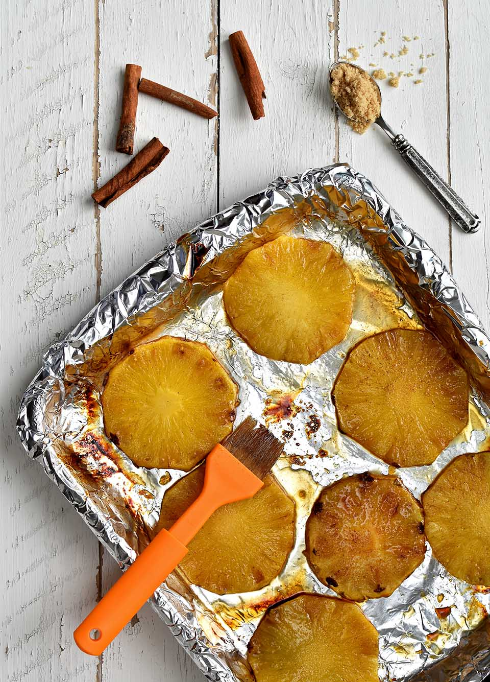 Grilled Pineapple with Cinnamon and Brown Sugar - Pepper Delight #pepperdelightblog #snacks #appetizer #grilling #grilledpineapple #pineapple #party #brazilianpineapple #dessert #barbeque #veggiegrilling #summer