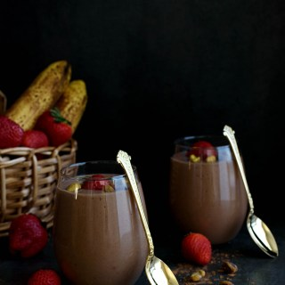 Chocolate Avocado Smoothie - Pepper Delight #pepperdelightblog #recipe #smoothie #breakfast #healthy #avocadosmoothie #chocolatesmoothie #cleaneating #kidsfriendly #creamysmoothie #smoothiebowl #chocolateavocadosmoothie