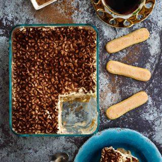 Easy No-Cook Eggless Tiramisu- Pepper Delight #pepperdelightblog #recipe #tiramisu #egglesstiramisu #dessert #italiandessert #celebrationrecipes #partyrecipes #makeaheadrecipes #baileysdessert #valentinesdayrecipes