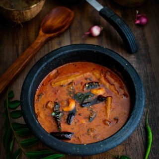 Cashew Theeyal- Pepper Delight #pepperdelightblog #recipe #cashewtheeyal #theeyal #keralarecipe #nadan #ullitheeyal #keralafood #vegetabletheeyal #curry #vegeterian #vegan #sadya #indianfood #varutharachatheeyal #onam #vishu #celebration