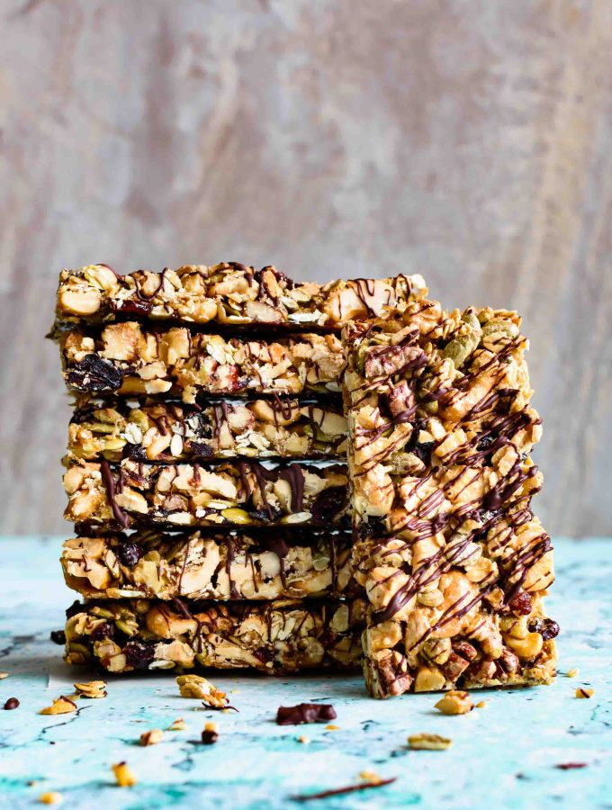 Healthy Nut Bars with Chocolate Drizzle- Pepper Delight #pepperdelightblog #recipe #snackbar #healthysnack #snack #chocolatesnackbar #postworkoutsnack #vegan #glutenfree #diaryfree #nutbar #granolabar #energybar