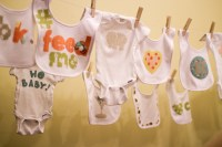 setting up onesie decorating at a baby shower | pepperknit