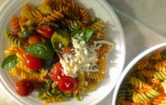 Quick Rotini Pasta in Garlicky Burst Cherry Tomato Sauce