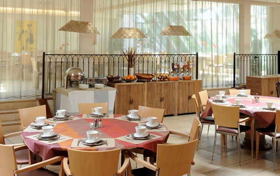 Hotel Atrium Petit Djeuner Hotel Arles