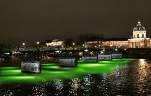 648x415_oliver-beer-installe-oeuvre-live-stream-sous-pont-arts