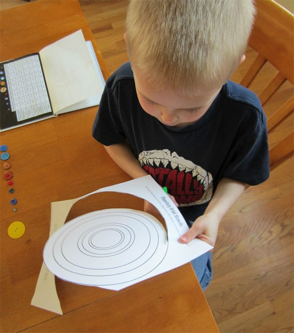 Manualidad con botones: ¡el sistema solar!