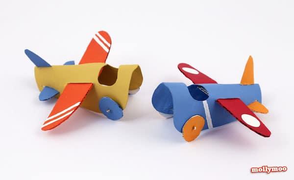 Aviones con rollos de papel