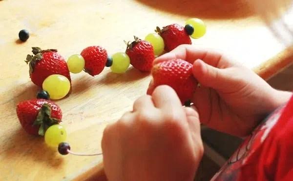 10 brochetas de frutas divertidas y originales  PequeRecetas